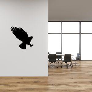 מדבקת קיר למשרד יונה בצבע שחור נוחתת