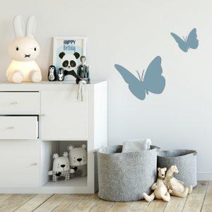 מדבקת קיר 2 פרפרים עפים על קיר חדר ילדים