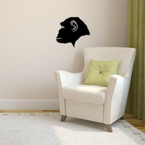 מדבקת קיר שחורה ראש קוף בפרופיל על קיר לבן