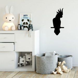 מדבקת קיר צורנית לחדר ילדים תוכי עומד על ענף
