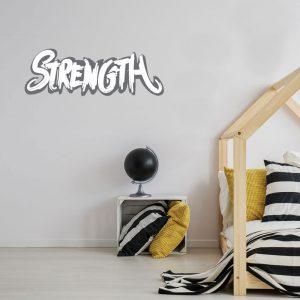 מדבקת קיר המילה Strength (כוח) על קיר חדר נוער