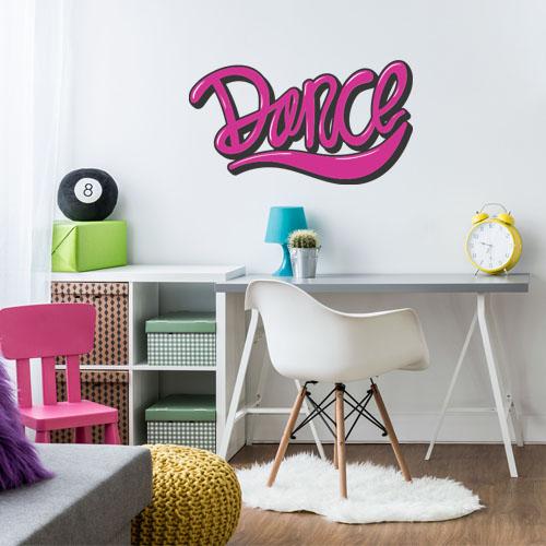 מדבקת קיר המילה Dance (לרקוד) על קיר ילדים