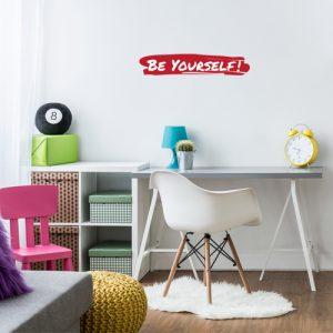 מדבקת קיר משפט לחיים BE YOURSELF על קיר נוער