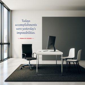 מדבקת קיר ציטוט באנגלית על קיר משרד