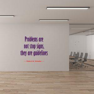מדבקת קיר משפט השראה על קיר משרד