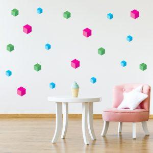 עיצוב חדר ילדים עם מדבקת קוביות צבעוניות