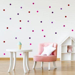 עיצוב חדר תינוקות עם מדבקת קיר עיגולים צבעוניים