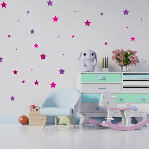 מדבקת קיר כוכבים צבעוניים בחדר תינוקות