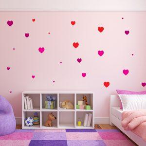 עיצוב חדר ילדים עם מדבקת קיר לבבות צבעוניים